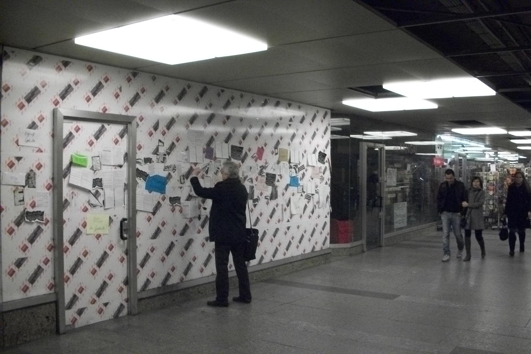Helmut Seethaler en plena acción, en la estación de metro de Karlsplatz