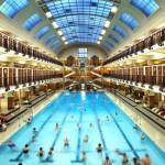 Bañarse en una piscina modernista está al alcance de tu mano