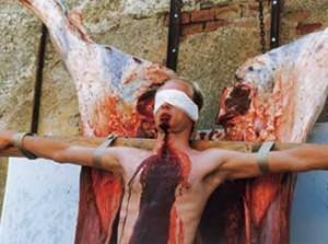 performance-de-hermann-nitsch-el-cual-suele-usar-sangre-para-crear-sus-obras