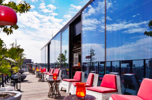 bar en terraza hotel 25hours Viena
